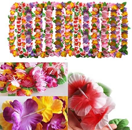 En esta foto sale la imagen de unos collares de flores y abajo en la foto una flor de cerca mostrando el estilo de flor que llevan los collares